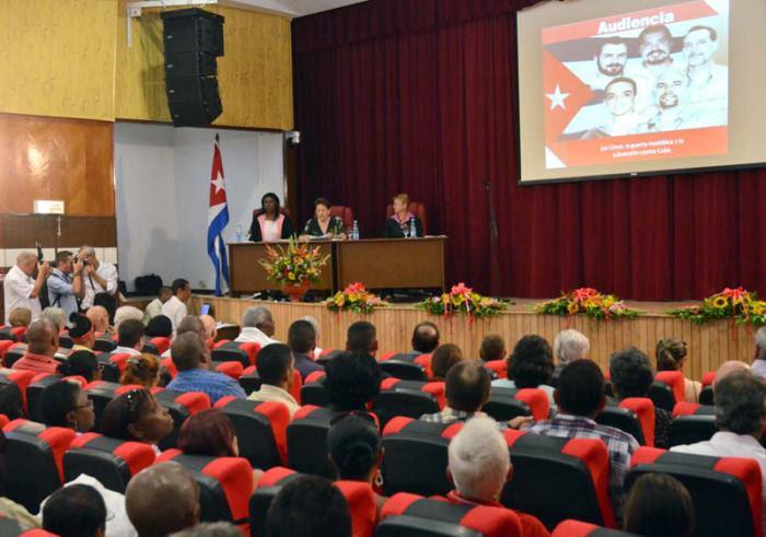 Inspirados en la virtud de los Cinco el pueblo de Cuba denunció las manipulaciones de la prensa estadounidense durante el proceso. foto: anabel díaz mena