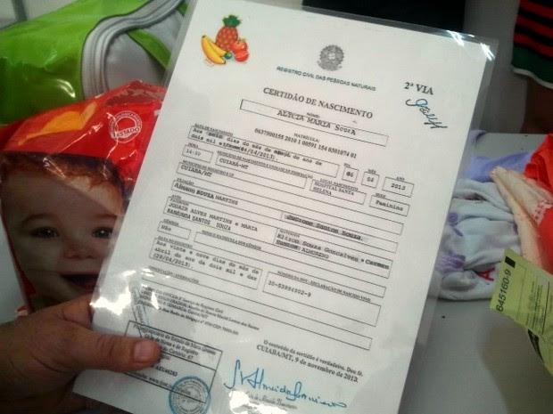 Certidão de Nascimento falsa do bebê apreendida pela polícia (Foto: Dhiego Maia/G1)