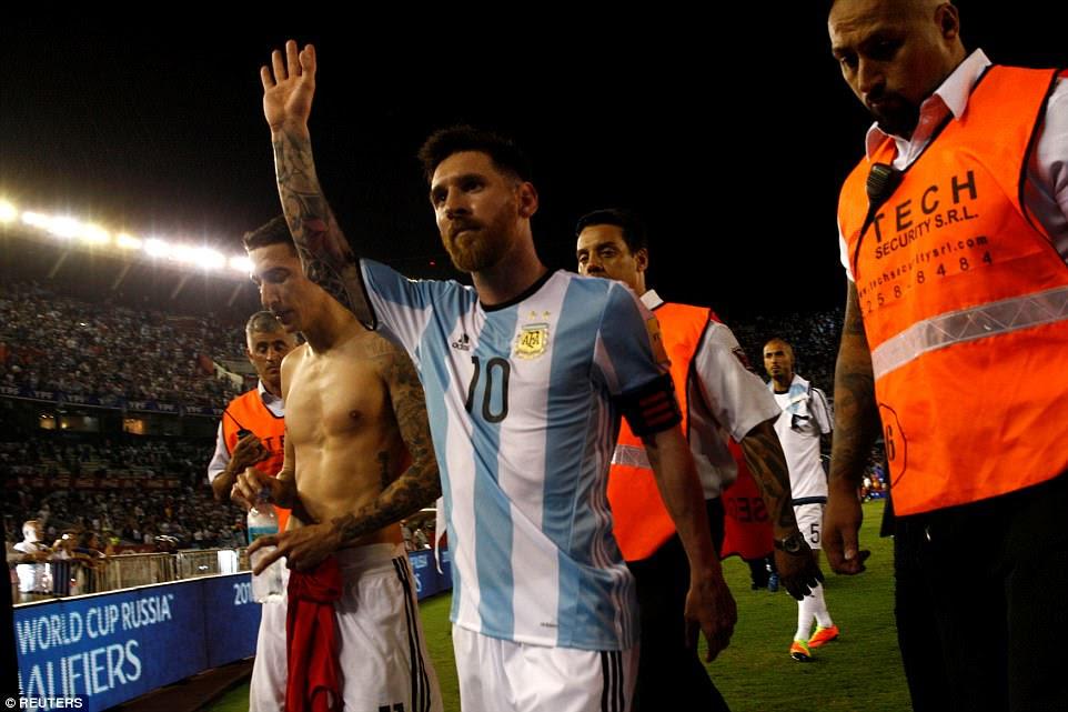 gol de Messi fue la diferencia entre los dos lados y él agita a la multitud Buenos Aires como que sale