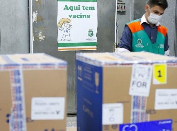 Ceará recebe mais de 394 mil doses de vacina contra a Covid nesta sexta, diz Camilo