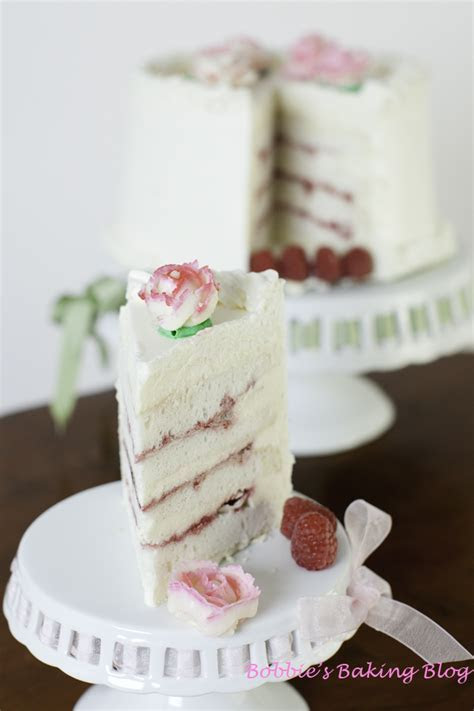 DF?s Wedding Ring, Silky White Cake with Raspberry Filling