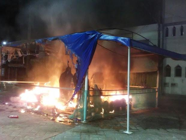 Fogo destruiu completamente o presépio da Igreja Matriz de Peruíbe (Foto: Rafael Vitor / Arquivo Pessoal)