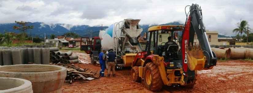 Prefeitura constrói campo no Balneário dos Golfinhos e encaminha para licitação obra de Centro Comunitário e área de lazer