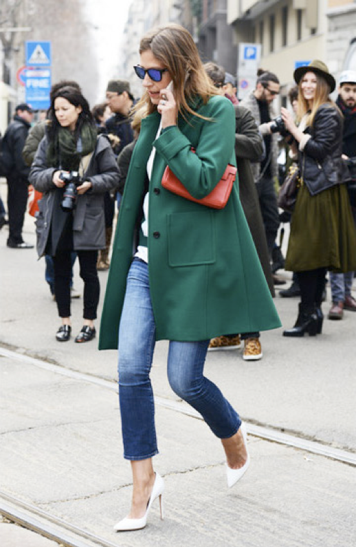LE FASHION BLOG STREET STYLE AURORA SANSONE FASHION EDITOR VOGUE NIPPON JAPAN MILAN FASHION WEEK 2013 GREEN JACKET COAT WHITE SWEATER RED CLUTCH SKINNY CROPPED JEANS DENIM WHITE PUMPS LEATHER MANOLO BLAHNIK BB HEELS MIRRORED MIRROR WAYFARER SUNGLASSES photo LEFASHIONBLOGSTREETSTYLEAURORASANSONEFASHIONEDITORVOGUENIPPONJAPANMILANFASHIONWEEK2013GREENJACKETCOATWHITESWEATERREDCLUTCHSKINNYCROPPEDJ.png