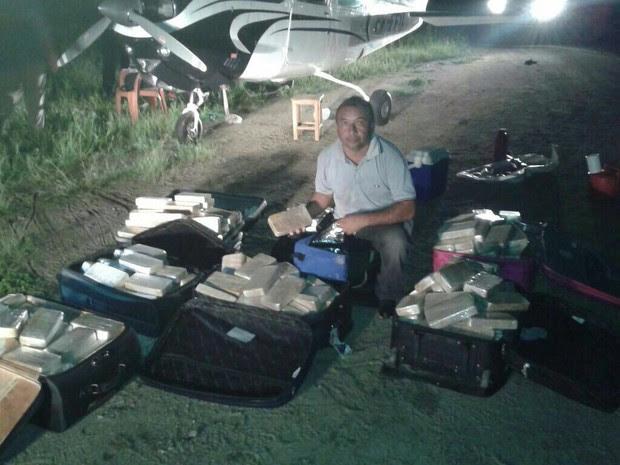 Avião continha cerca de 350 quilos de cocaína, diz polícia (Foto: SSPDS/Divulgação)