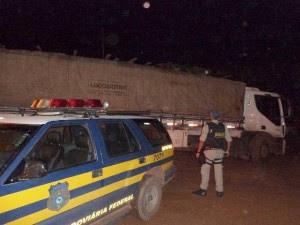 Caminhão e carga ficarão retidos no posto da Polícia Rodoviária Federal em Dom Eliseu