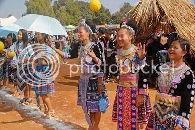 http://i347.photobucket.com/albums/p464/blogspot_images1/Desamuduru/hmong3.jpg