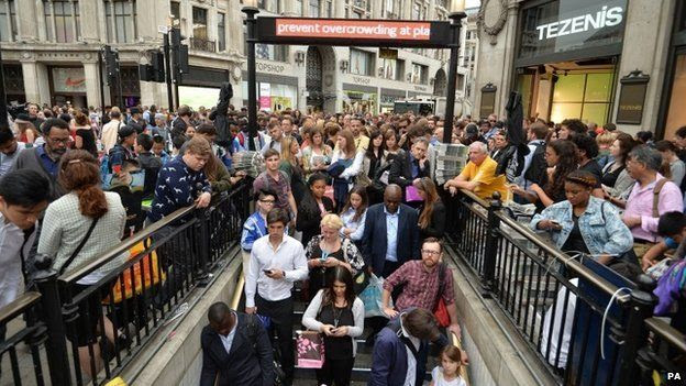 Crowds formed at Oxford Circus from 16:00 as commuters tried to get home before the Tube closed