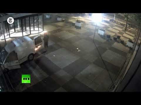Video Serangan Kantor Surat Kabar Belanda Disertai Pembakaran Mobil di Amsterdam