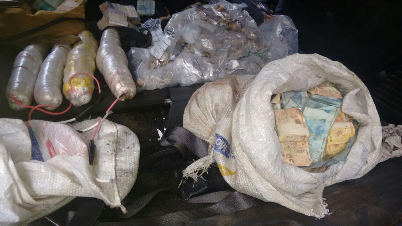 Dinheiro, dinamites e armas foram encontrados após o crime