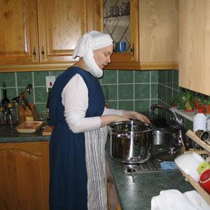 Blue servant outfit à la Maciejowski Bible