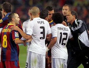 confusão jogo real madrid e barcelona