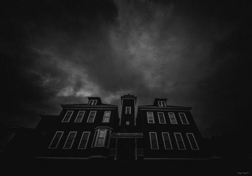 GREAT! A HAUNTED HOUSE. LOVE THEM. HARD TO FIND THEM IN BOOKS.