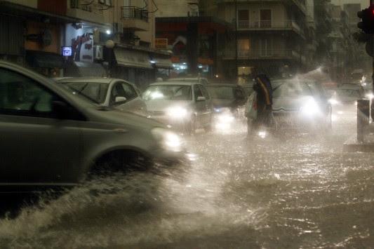 Καταιγίδες, λασποβροχές και χαλάζι - Η πρόγνωση του καιρού για τη Δευτέρα