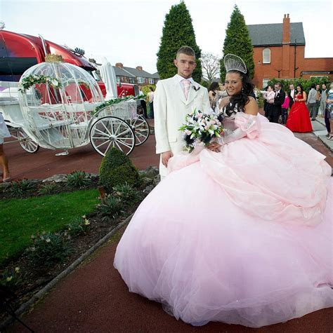 Bride designs her own £6,000 dress at the 'big fat Gypsy