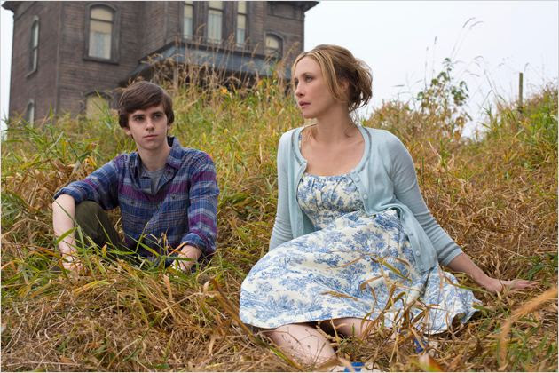 Photo Freddie Highmore, Vera Farmiga