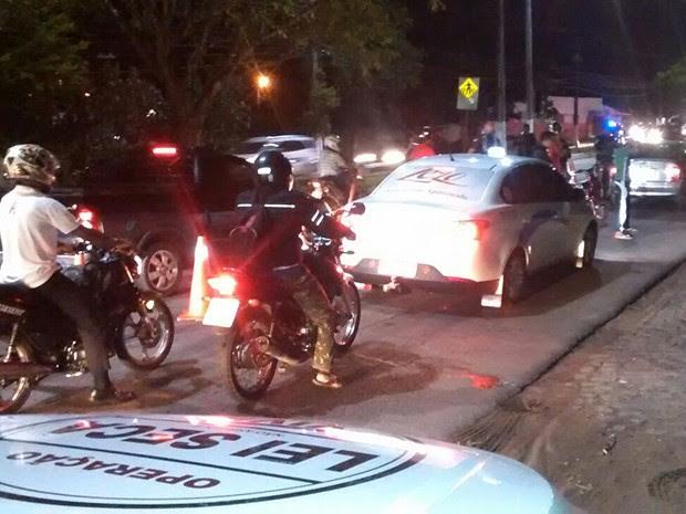 PM fez barreiras nas Avenidas João Medeiros Filho e Itapetinga (Foto: Divulgação/Polícia Militar do RN)