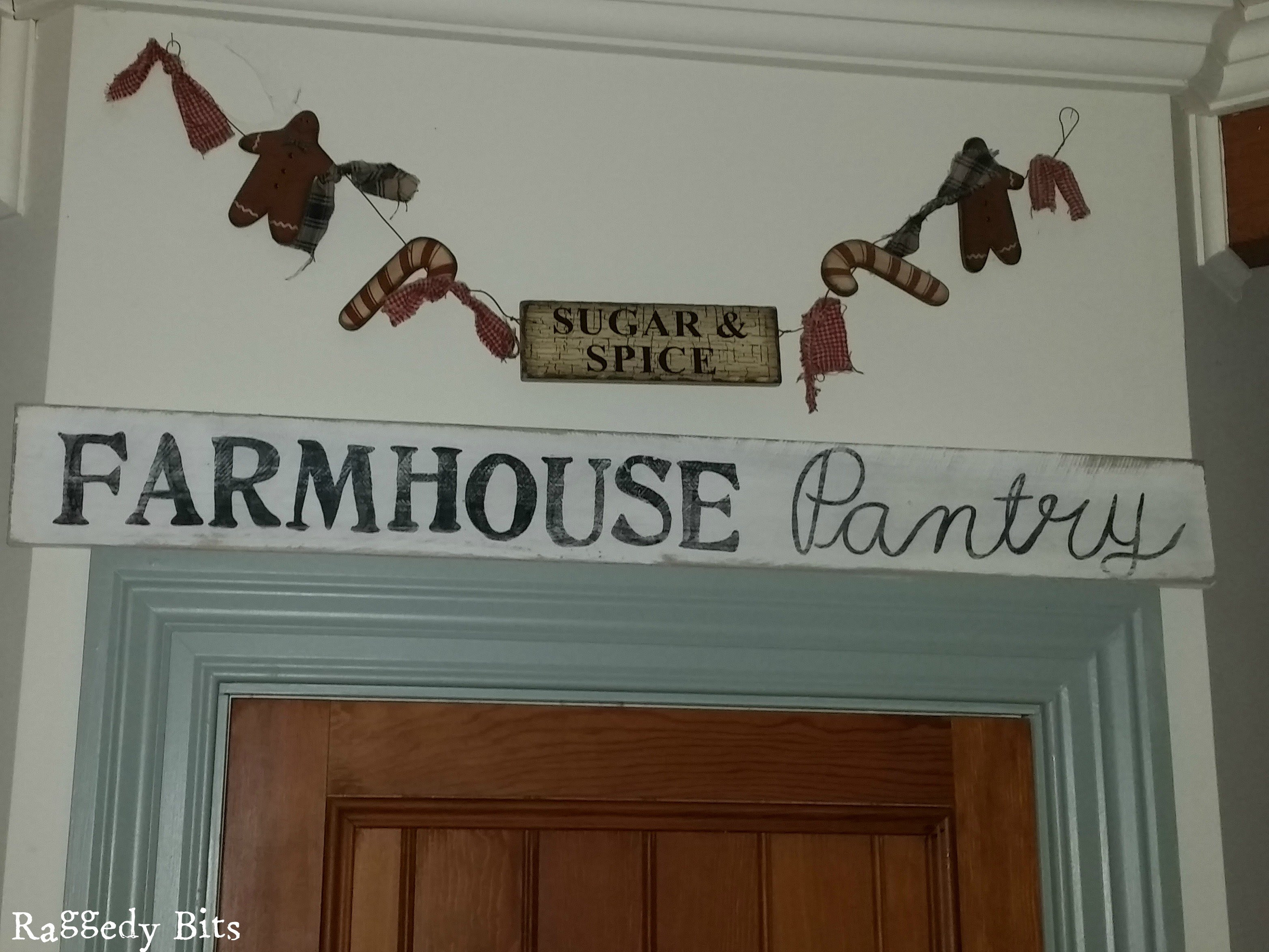 Make you very own DIY Pallet Farmhouse Pantry Sign | www.raggedy-bits.com