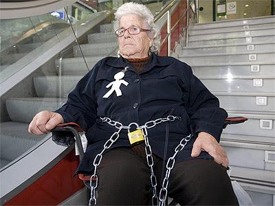 Ángeles Belmonte durante su acto de protesta. EFE