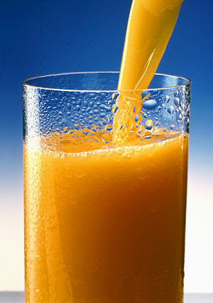 English: A glass of Orange juice. Esperanto: O...