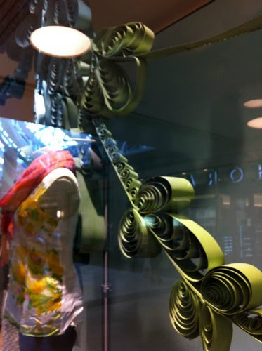 anthropologie-window-display-close