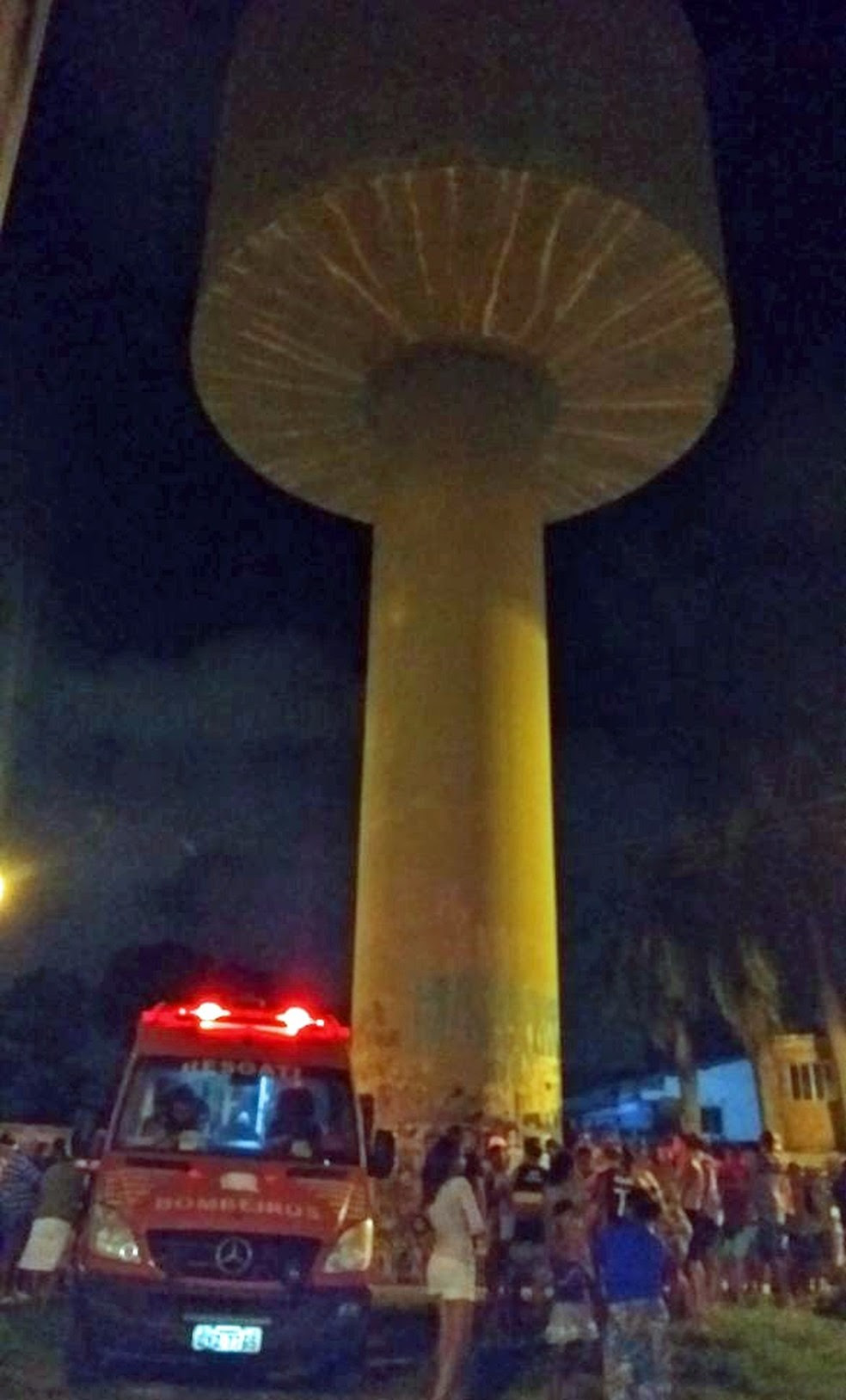 Acidente aconteceu em reservatório de água em Olinda (Foto: Ascom/Corpo de Bombeiros)