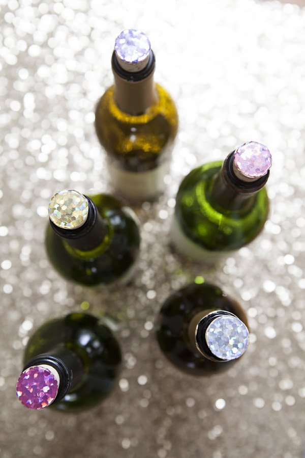 SomethingTurquoise_DIY_glitter_wine_stoppers_favors_gifts_0011.jpg