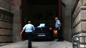 Entrada al TSJC del cotxe dels Mossos d'Esquadra que ha traslladat Jordi Turull des de la presó de Lledoners (ACN)