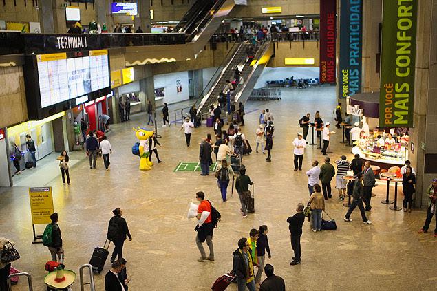 Saguão do Aeroporto Internacional de Guarulhos; Operação Voo Rasante investiga sonegação fiscal de companhias aéreas internacionais que atuam no país