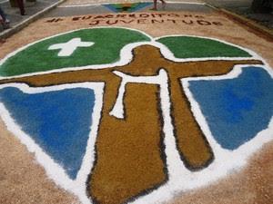 JMJ também é tema dos tapetes em Itaocara. (Foto: Arquivo pessoal/Polyanna Muniz Bucker)