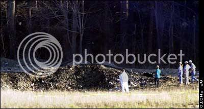 http://i756.photobucket.com/albums/xx208/kennyrk3/Early%20911%20internet%20photos/penn_crater_ap.jpg