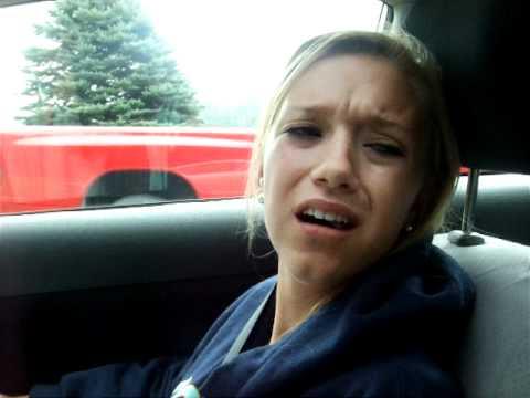 vídeo que muestra como una chica esta drogada después de haber estado en el dentista