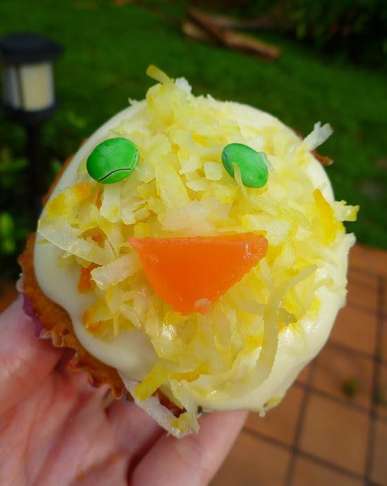 04 April 27 - 02 - Coconut Chick Cupcakes (8)