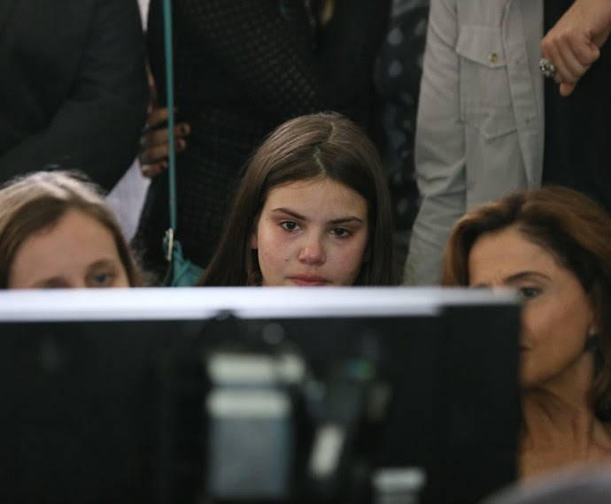 Camila Queiroz se emociona ao ver prévia de cena no intervalo das gravações (Foto: Isabella Pinheiro/Gshow)