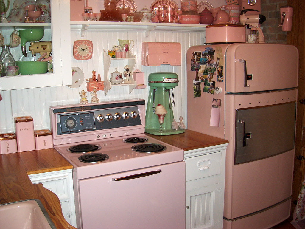pretty in pink 1950s kitchen - a photo on Flickriver