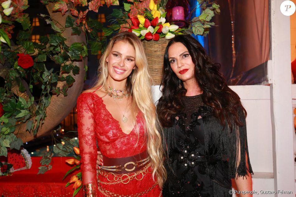 Yasmin e Luiza Brunet no Baile do Copa, realizado no hotel Belmond Copacabana Palace, na Zona Sul do Rio de Janeiro, neste sábado, 10 de fevereiro de 2018