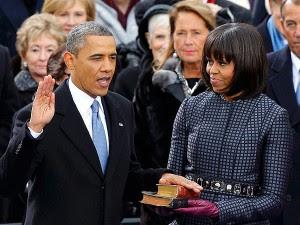 Michelle y Barack Obama durante el juramento en la reelección del 2013.