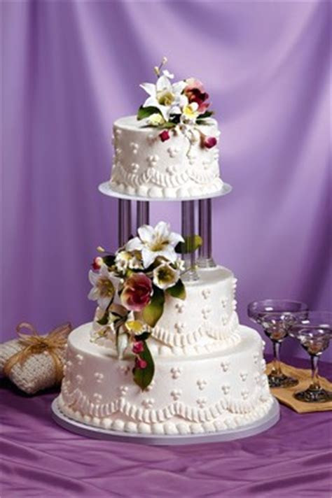 Walking Down the Aisle With a Cake From Aisle 7   WSJ