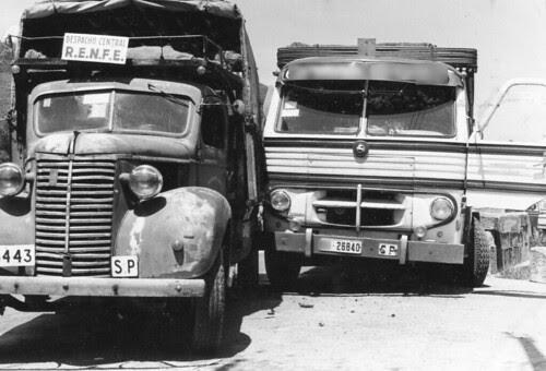 Batzac entre un Chevrolet i un Pegaso a Ripoll