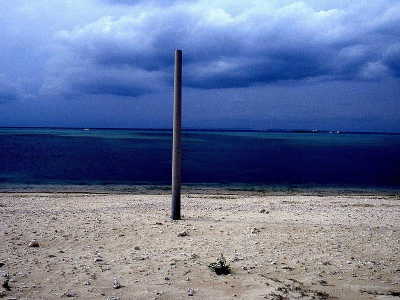 ファイル:糸満海岸の電柱Img551.jpg