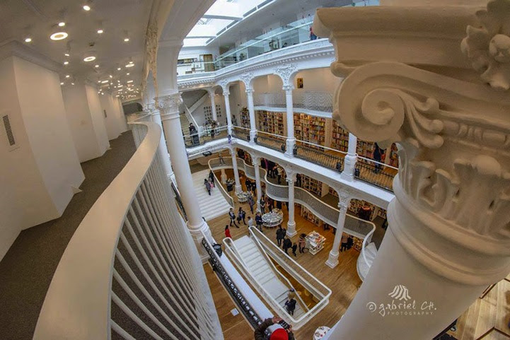 Magnificent Bookstore in Romania 4