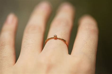???? Alex Monroe?????22k???????? ?? ??? Our Fine Twig Ring