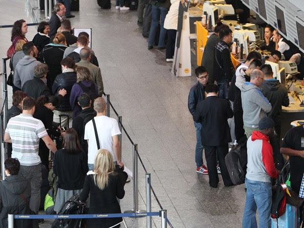 companhia aérea, a maior da Alemanha, cancelou 1.511 voos, o que afetou ao redor de 166 mil passageiros de vários países (Foto: AFP)