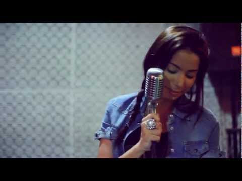 Anitta faz cover do grupo Destiny's Child