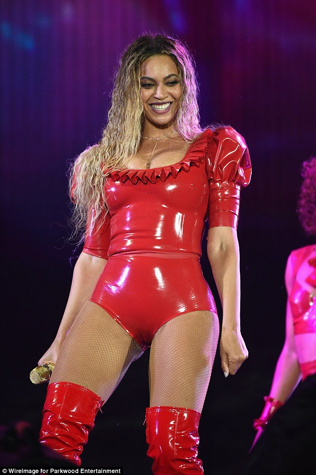 Red hot! She is hotfooting across the States as part of her Formation World Tour and on Friday evening it was time for Beyonce to dazzle the crowd at Soldier Field stadium in Chicago and once again it was more than just her high-octane performance style that was bound to amaze