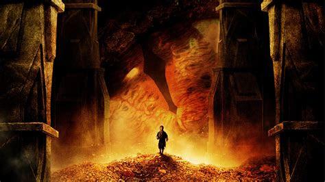 hobbit  desolation  smaug eye dragon bilbo martin freeman hd wallpaper
