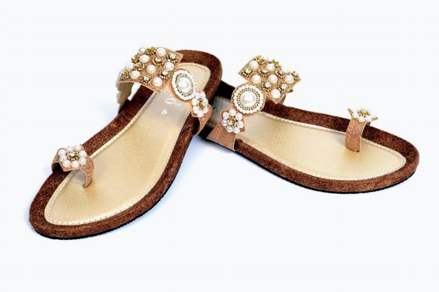 Girls-Womens-Beautiful-Formal-Flat-Shoes-Eid-Footwear-Collection-2013-by-Metro-Shoes-2