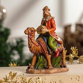 Figura de Rey Mago con túnica naranja y camello de 13cm