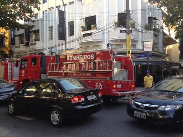 Bombeiros controlaram o fogo rapidamente no restaurante Alessandro e Frederico (Foto: Lívia Torres/G1)