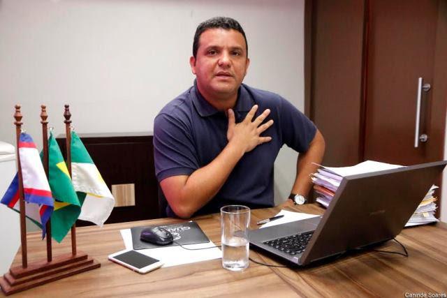 Resultado de imagem para prefeito Hélio Gabinete Guamaré